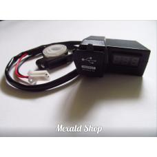USB socket + Voltmeter